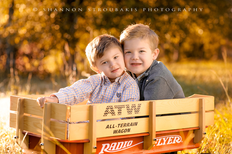 mini session in the woodlands for two children for holiday cards